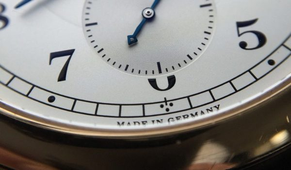 Now you know how to read a clock and tell time in German