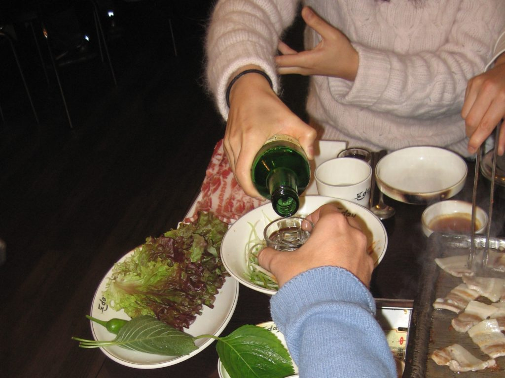 korean etiquette with eating and drinking