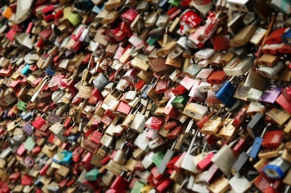 French love locks are a physical expression of these beautifully romantic phrases