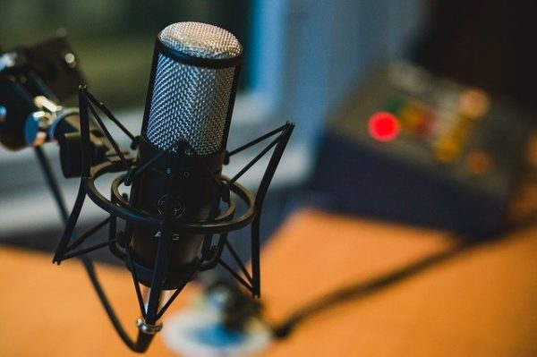 listen to podcasts in french